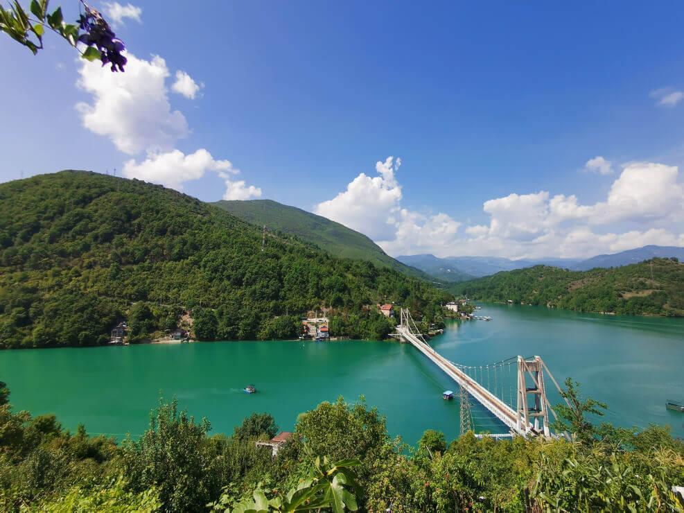 Der Jablanica See befindet sich unweit des Blidinje Naturparks